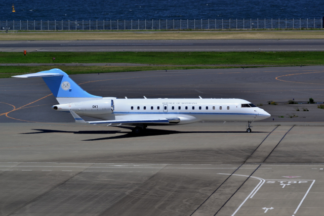 ボツワナ国防軍 Bombardier BD-7...