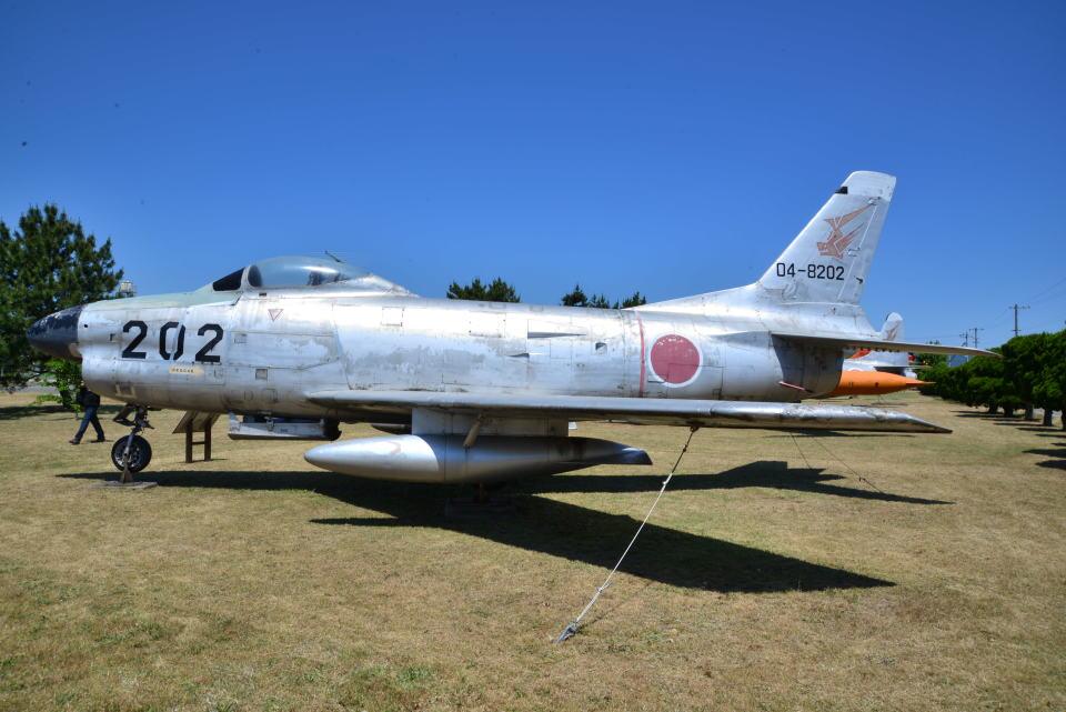 md11jbirdさんの航空自衛隊 North American F-86 Sabre (04-8202) 航空フォト