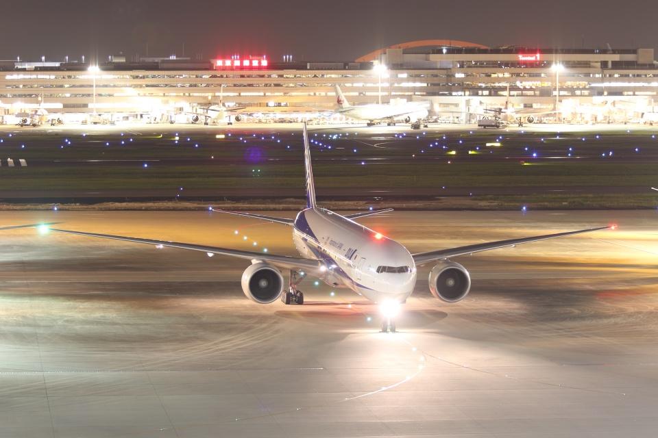 宮崎 育男さんの全日空 Boeing 777-300 (JA777A) 航空フォト