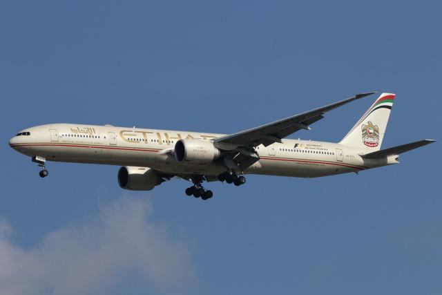 航空フォト:A6-ETJ エティハド航空 777-300