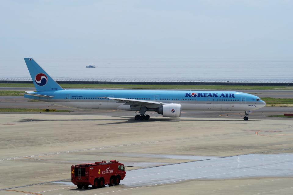 yabyanさんの大韓航空 Boeing 777-300 (HL7782) 航空フォト