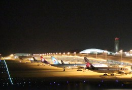 Runway747さんが、関西国際空港で撮影したカタール航空 A330-202の航空フォト(飛行機 写真・画像)