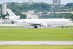 チャッピー・シミズさんが、嘉手納飛行場で撮影したウエスタン・グローバル・エアラインズ MD-11Fの航空フォト(写真)