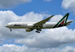 mojioさんが、成田国際空港で撮影したアリタリア航空 777-2Q8/ERの航空フォト(飛行機 写真・画像)