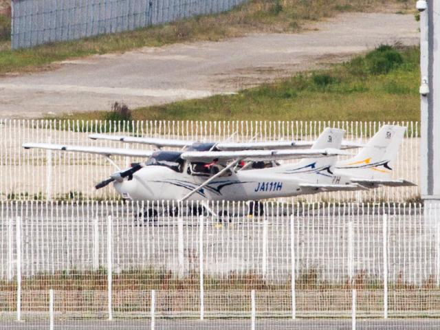学校法人ヒラタ学園 航空事業本部 Cessna 172 JA111H 神戸空港  航空フォト   by Mame @ TYOさん