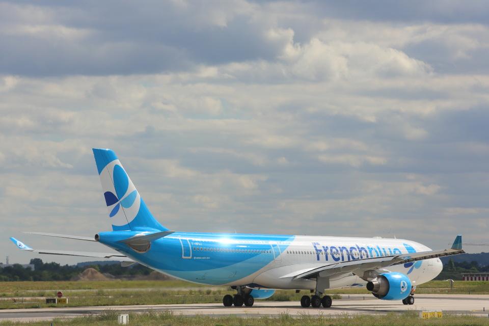 安芸あすかさんのフレンチブルー Airbus A330-300 (F-HPUJ) 航空フォト