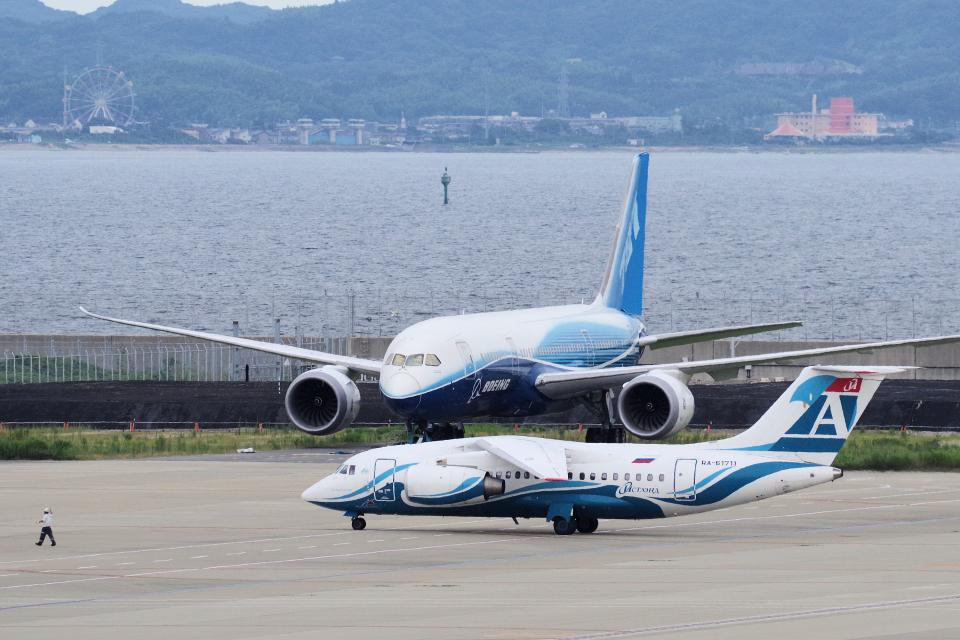 yabyanさんのアンガラ・エアラインズ Antonov An-148 (RA-61711) 航空フォト