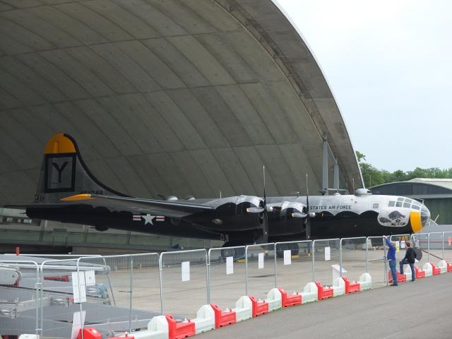 リックさんが、コスフォード空軍基地で撮影したイギリス企業所有 B-29 Superfortressの航空フォト(飛行機 写真・画像)