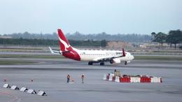 誘喜さんが、シンガポール・チャンギ国際空港で撮影したカンタス航空 737-838の航空フォト(飛行機 写真・画像)