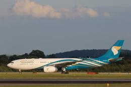 安芸あすかさんが、マンチェスター空港で撮影したオマーン航空 A330-243の航空フォト(飛行機 写真・画像)