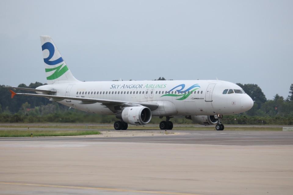 tyusonさんのスカイ・アンコール・エアラインズ Airbus A320 (XU-701) 航空フォト