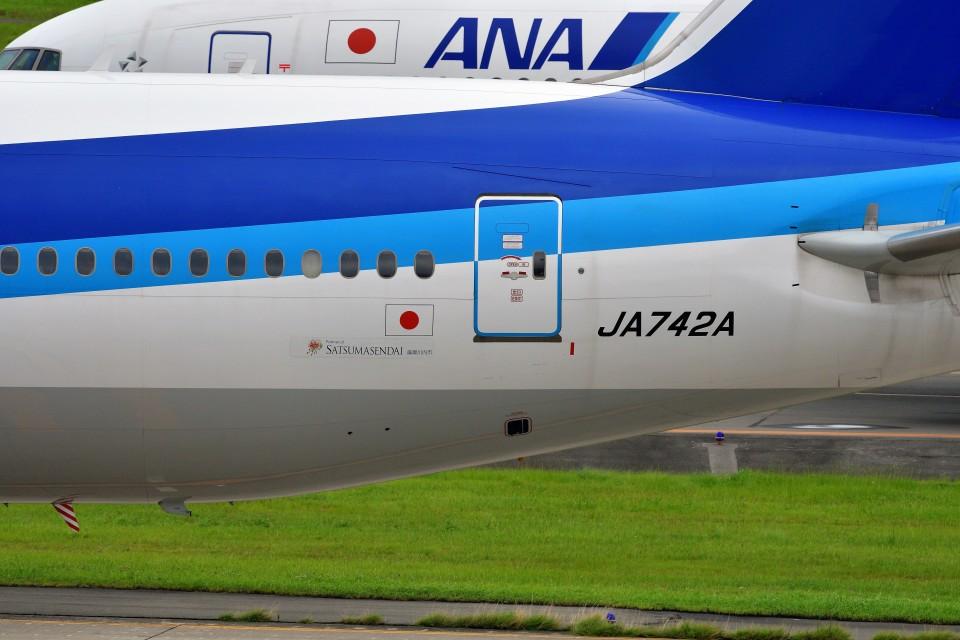 T.Sazenさんの全日空 Boeing 777-200 (JA742A) 航空フォト