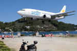 TRAVAIRさんが、スキアトス空港で撮影したアヴィオレット 737-3H9の航空フォト(写真)