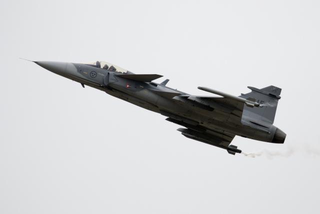 スウェーデン空軍 Saab JAS39 GRIPEN 215 フェアフォード空軍基地  航空フォト | by チャッピー・シミズさん