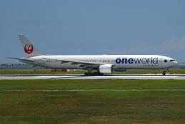 tsubasa0624さんが、那覇空港で撮影した日本航空 777-346の航空フォト(飛行機 写真・画像)
