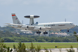 tsubasa0624さんが、嘉手納飛行場で撮影したアメリカ空軍 E-3B Sentry (707-300)の航空フォト(写真)
