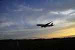 じゃりんこさんが、成田国際空港で撮影したカタール航空 777-2DZ/LRの航空フォト(写真)
