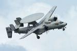 うめやしきさんが、厚木飛行場で撮影したアメリカ海軍 E-2D Advanced Hawkeyeの航空フォト(飛行機 写真・画像)