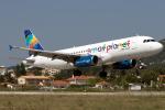 TRAVAIRさんが、スキアトス空港で撮影したスモール プラネット エアラインズ A320-232の航空フォト(写真)
