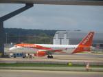 まさ773さんが、ロンドン・ガトウィック空港で撮影したイージージェット A320-214の航空フォト(写真)