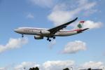 さんみさんが、ロンドン・ヒースロー空港で撮影したミドル・イースト航空 A330-243の航空フォト(写真)