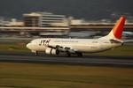 T.Sazenさんが、伊丹空港で撮影した日本トランスオーシャン航空 737-4Q3の航空フォト(飛行機 写真・画像)