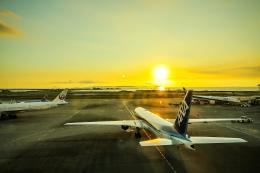 SGR RTさんが、那覇空港で撮影した全日空 777-381の航空フォト(写真)