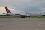 北の熊さんが、千歳基地で撮影したオムニエアインターナショナル 767-3Q8/ERの航空フォト(写真)