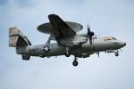 チャッピー・シミズさんが、厚木飛行場で撮影したアメリカ海軍 E-2D Advanced Hawkeyeの航空フォト(写真)
