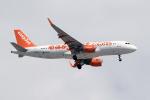 TRAVAIRさんが、パリ シャルル・ド・ゴール国際空港で撮影したイージージェット A320-214の航空フォト(写真)