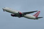 うめやしきさんが、厚木飛行場で撮影したオムニエアインターナショナル 767-3Q8/ERの航空フォト(写真)