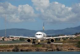 空飛ぶぽん吉☆さんが、コルフ・イオアニス・カポディストリアス空港で撮影したトーマスクック・エアラインズ A321-212の航空フォト(飛行機 写真・画像)