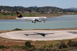空飛ぶぽん吉☆さんが、コルフ・イオアニス・カポディストリアス空港で撮影したルフトハンザドイツ航空 A320-214の航空フォト(飛行機 写真・画像)