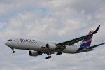 taiki17さんが、ロンドン・ヒースロー空港で撮影したラタム・エアラインズ・ブラジル 767-316/ERの航空フォト(写真)