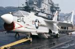 ノビタ君さんが、横須賀基地で撮影したアメリカ海軍 F-8 Crusaderの航空フォト(写真)