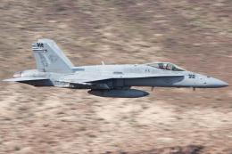 Ryan-airさんが、Panamint Springs - Rainbow Canyonで撮影したアメリカ海軍 F/A-18C Hornetの航空フォト(飛行機 写真・画像)