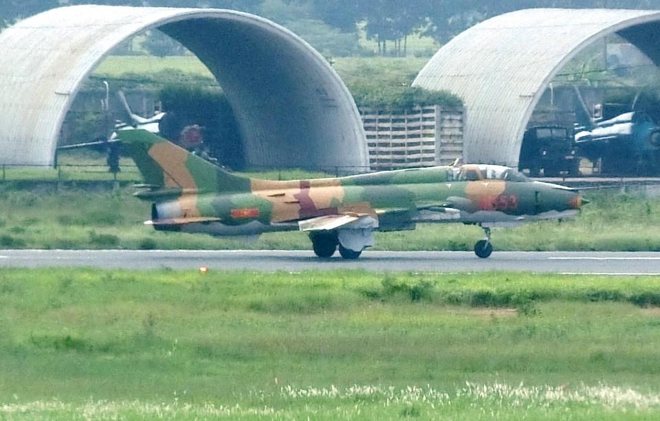 ぺペロンチさんのベトナム人民空軍  MiG-21 (1553) 航空フォト
