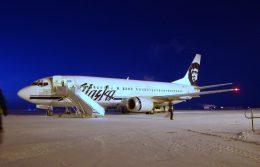 BOSTONさんが、ウィレイ・ポスト=ウィル・ロジャース・メモリアル空港で撮影したアラスカ航空 737-490の航空フォト(飛行機 写真・画像)