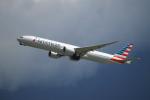 よしぱるさんが、香港国際空港で撮影したアメリカン航空 777-323/ERの航空フォト(写真)