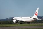 Maestroさんが、女満別空港で撮影した日本航空 767-346の航空フォト(写真)
