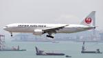 誘喜さんが、香港国際空港で撮影した日本航空 777-246/ERの航空フォト(写真)