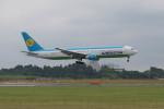 ポン太さんが、成田国際空港で撮影したウズベキスタン航空 767-33P/ERの航空フォト(写真)
