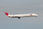 ポン太さんが、羽田空港で撮影した日本航空 MD-90-30の航空フォト(写真)