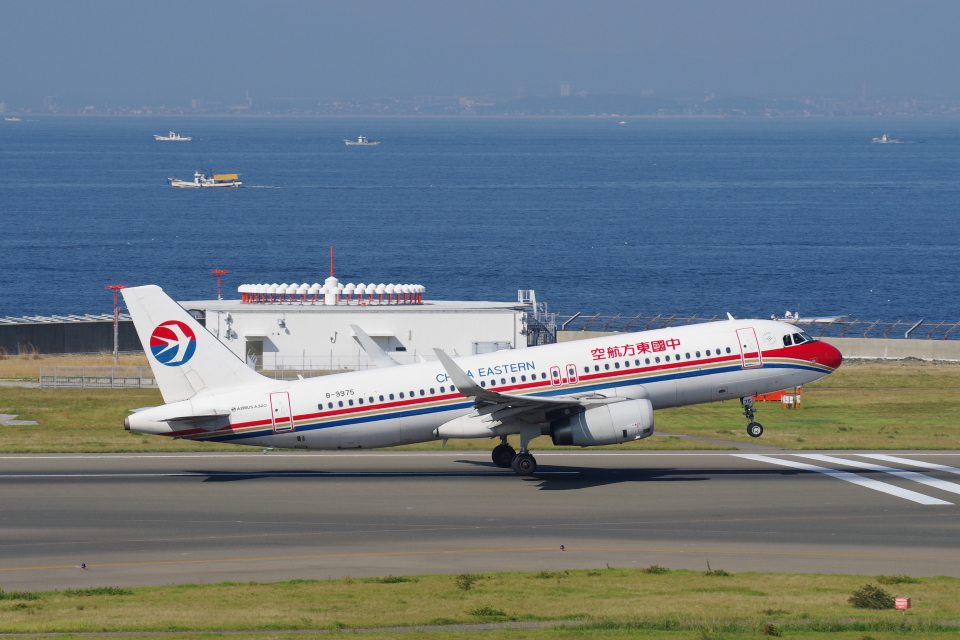 yabyanさんの中国東方航空 Airbus A320 (B-9975) 航空フォト