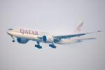 まいけるさんが、スワンナプーム国際空港で撮影したカタール航空 777-2DZ/LRの航空フォト(写真)
