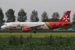 たみぃさんが、アムステルダム・スキポール国際空港で撮影したエア・マルタ A320-214の航空フォト(写真)
