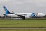たみぃさんが、アムステルダム・スキポール国際空港で撮影したエジプト航空 737-866の航空フォト(写真)