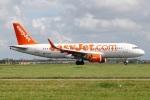 たみぃさんが、アムステルダム・スキポール国際空港で撮影したイージージェット A320-214の航空フォト(写真)