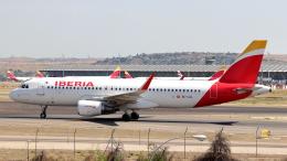 誘喜さんが、マドリード・バラハス国際空港で撮影したイベリア航空 A320-216の航空フォト(写真)