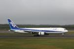 ATOMさんが、新千歳空港で撮影した全日空 767-381/ERの航空フォト(写真)